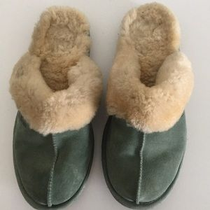 L.L. Bean Wicked Shearling Lined Side Slippers